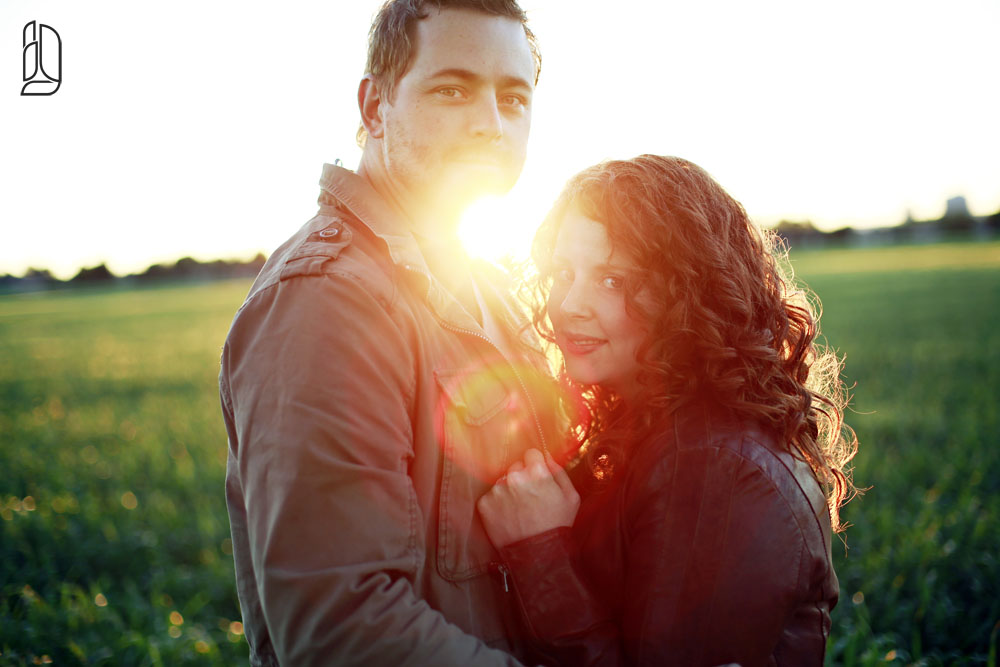 Sunset engagement portraits with Jessey and Jeremy in Ottawa